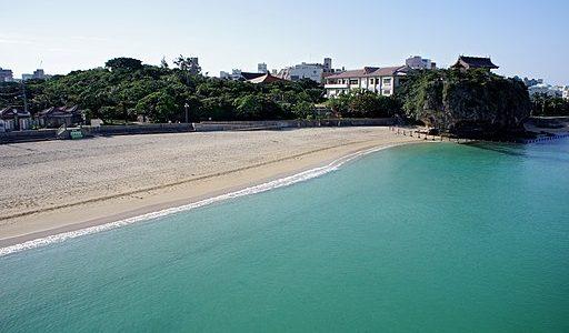 【波の上ビーチ】那覇空港から最も近い海で暇つぶし|出発まで90分以上なら十分!