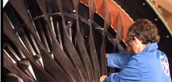 【動画】CF6-80 エンジンのファンブレード交換